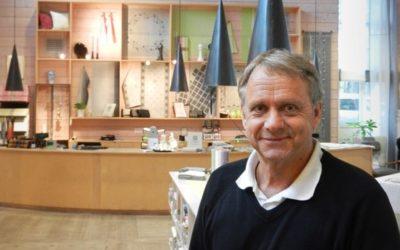 Linneväv till Nobelbankett – Värd för årets första sommarkaffe är Dick Johansson från Klässbols linneväveri. Fredag 30 juni kl. 10